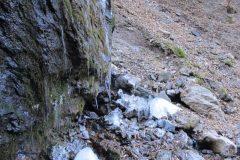 滝が氷る様子3